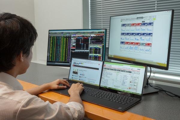 個人投資家なら注目したい、ノートPCで構築する本格的トレーディング環境